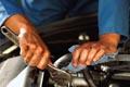 Polovina řidičů navštěvujících autorizované servisy si myslí, že opravou automobilu v neautorizovaném servisu přijde o záruku