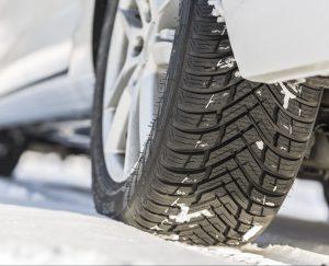 Dle průzkumu evropští řidiči jezdí na nevhodných pneumatikách