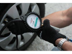 """Workshopy """"Prémiová bezpečnost Bridgestone"""" ukazují jasné přednosti prémiových pneumatik v oblasti bezpečnosti"""