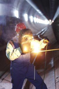 Ochranný oděv k použití na pracovištích vystavených teplu ve venkovních i vnitřních prostorách