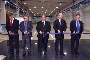 Novou výrobní halu slavnostně otevřel premiér Sobotka