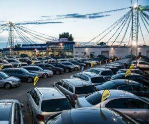 Nejprodávanější ojetinou za rok 2017 je stříbrný hatchback s manuální převodovkou