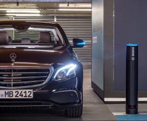 Parkování bez řidiče předvádějí Bosch a Daimler v reálných podmínkách