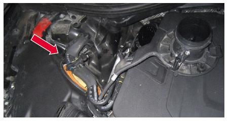 Umístění vzduchového filtru u motoru V6 3,0 TDi