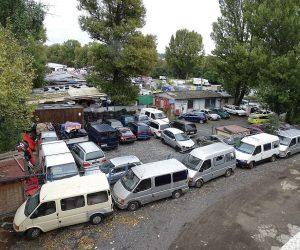 Bazary s nabídkou 150 vozů a více hlásí nárůsty. Ty menší naopak skomírají