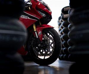 Nová pneumatika Battlax Racing R11