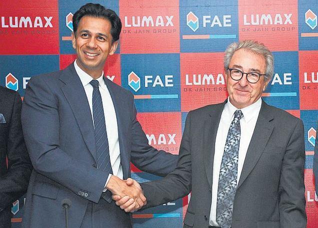 Francisco Marro z FAE a Deepak Jain z Lumaxu