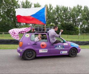 Tři české posádky na Mongol Rally 2017 poslaly  na charitu přes sto tisíc
