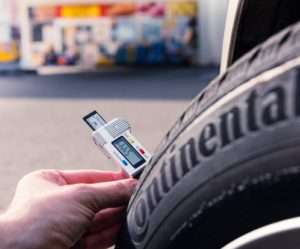 Continental bude měřit českým řidičům hloubku dezénu