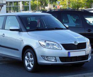Únor přinesl mladší automobily i nižší nabídku vozů