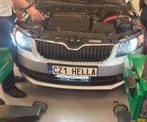 Na školení firmy Hella: Jak správně seřizovat moderní čelní světlomety