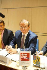 Setkání firem automobilového průmyslu Olomouckého kraje s představiteli kraje - podpis memoranda v Olomouci