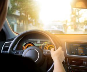 Nový senzor společnosti OSRAM zajišťuje ve dne i v noci viditelnost automobilových displejů