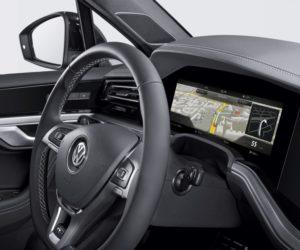 Bosch přináší první zahnutý přístrojový panel