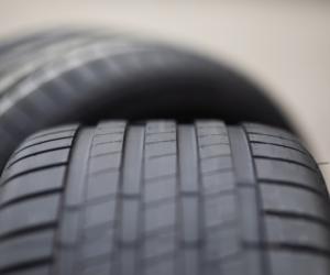 Bridgestone představuje Enliten, novou technologii lehkých pneumatik