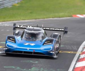 Volkswagen s pneumatikami Bridgestone pokořil rekord Nürburgringu