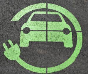 Elektromobilní klid před bouří. Dálnice zdarma a výhody v řadě měst včetně Prahy
