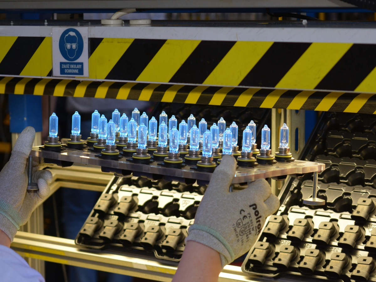 Výroba žárovek Philips 1