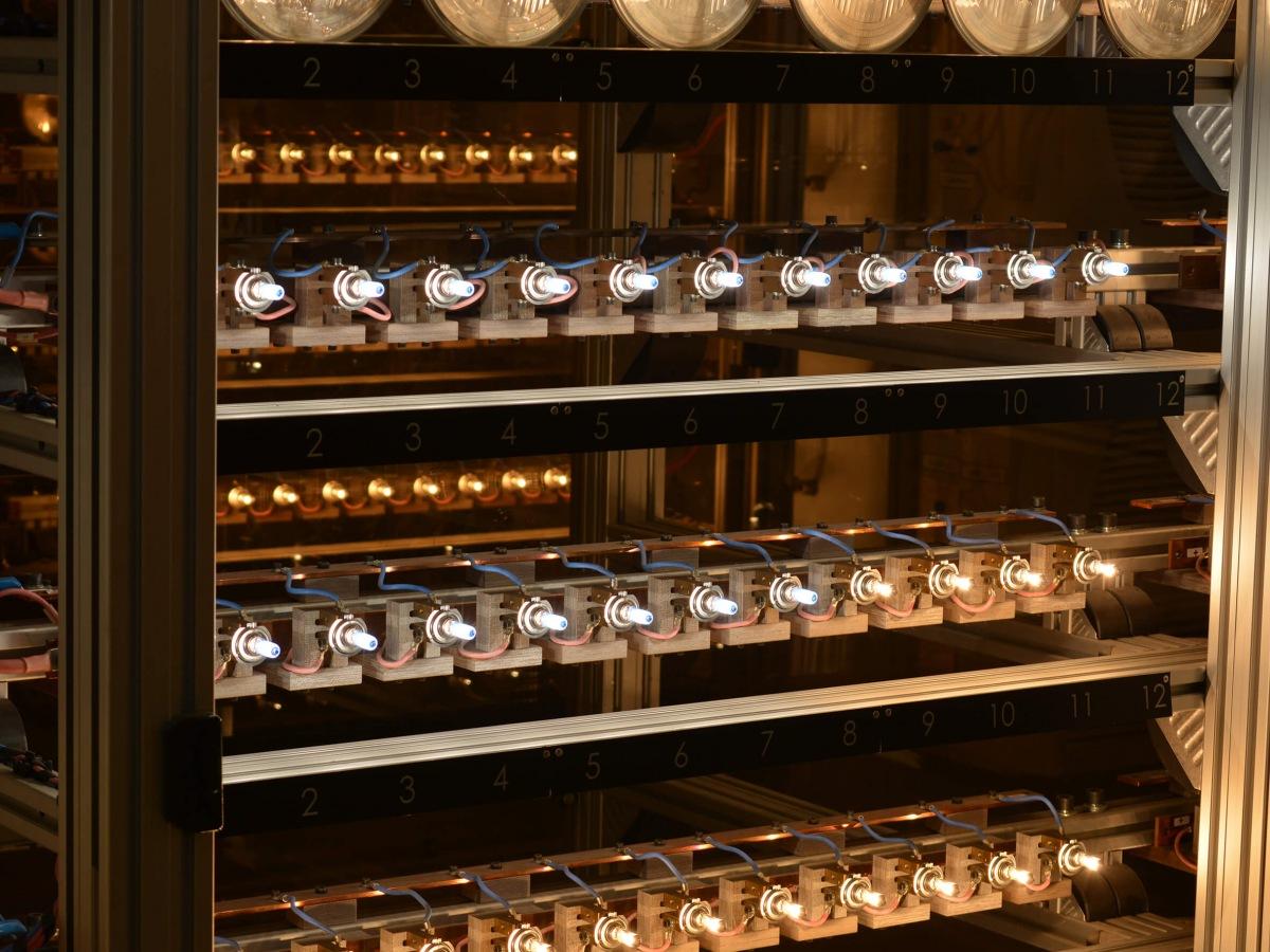 Výroba žárovek Philips 2