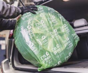 """Nokian Tyres jako první výrobce pneumatik nabízí obaly na pneumatiky částečně vyrobené z biomateriálů a označené logem """"I'm Green"""""""