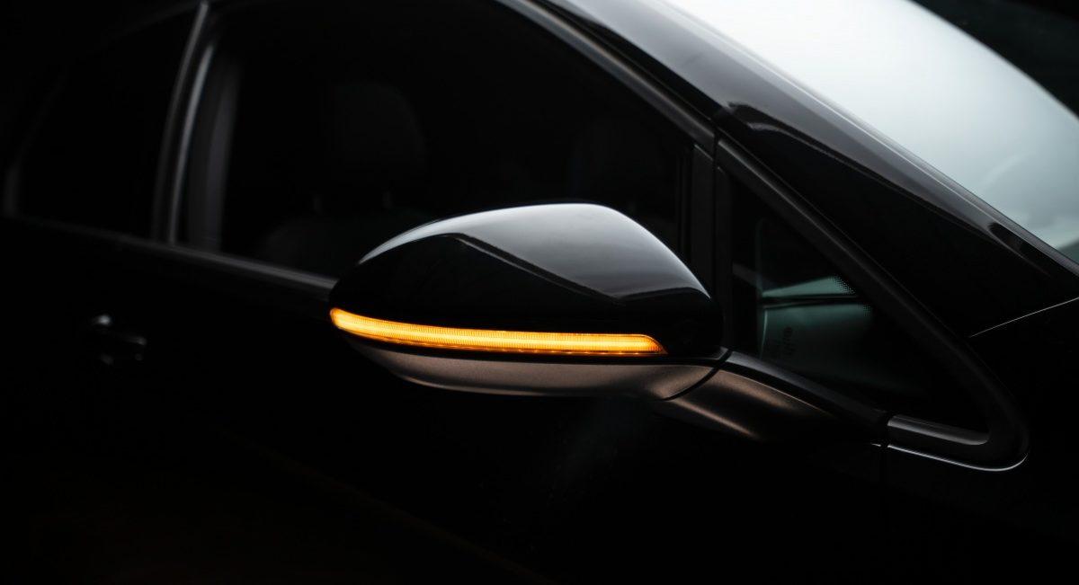 světla LEDriving ve zpětných zrcátkách
