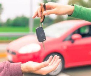 Koupit si nyní auto je extrémně výhodné. Prodejci přistupují na slevy