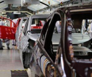 Výroba motorových vozidel v dubnu klesla na minimum