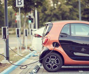 Přísnější ekologické normy mají zdražit auta až o 70 tisíc korun. Elektromobily mají naopak zlevňovat
