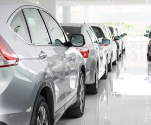 Zavřené autobazary nezpůsobují problémy pouze běžným zákazníkům. Do potíží se dostávají i společnosti s vozovými parky