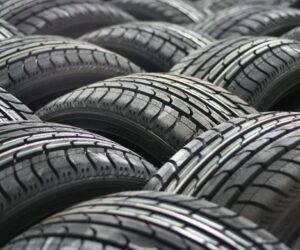 Oplatí se používat celoroční pneumatiky?