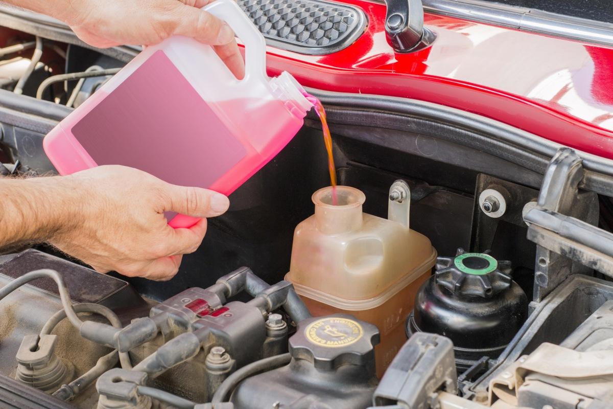 Jak nalít nemrznoucí kapalinu do automobilu