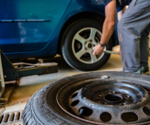 Kdy by měl pneuservis odmítnout opravu pneumatiky?