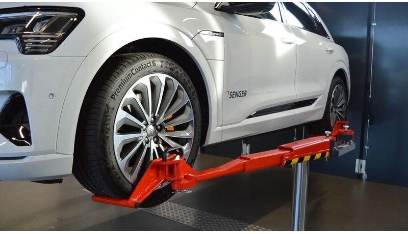 Vyžadují hybridní a elektromobily speciální zvedák?