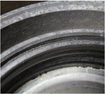 poškození řemenice klikové hřídele